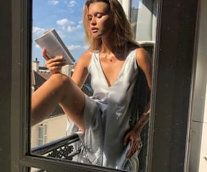 beauty, parís, and book image