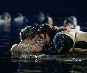 die, holding hands, and titanic image