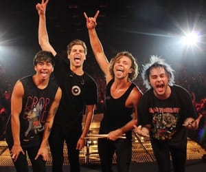5sos, calum hood, and ashton irwin image