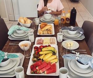 food, girls, and meninas image