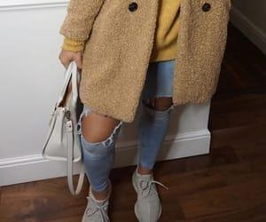 shoes sneakers, brune brunette, and baddie baddies image