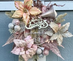 chicken wire, floralwreath, and christmaswreath image