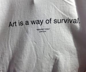 Και μιας και λέγαμε για την Yoko Ono.. ολόκληρο t-shirt έχω για πάρτη της ••