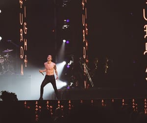 brendon urie, concert, and panic! at the disco image