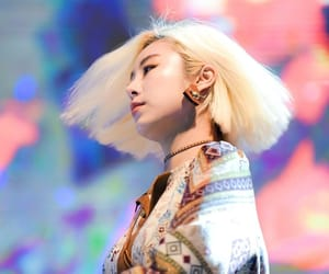 blonde, wheein, and 휘인 image