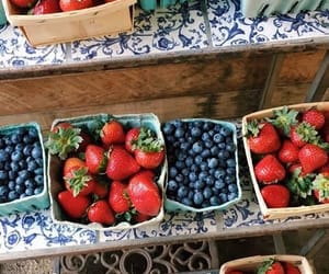 blueberries, blueberry, and farmers market image