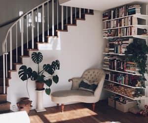 La imagen puede contener: personas sentadas, mesa, sala de estar e interior