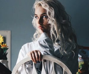 aesthetic, curly hair, and woman image