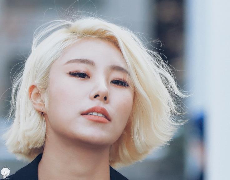 Blond jung