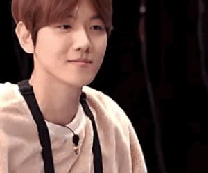 gif and baekhyun image