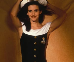 courtney cox, monica geller, and f.r.i.e.n.d.s image
