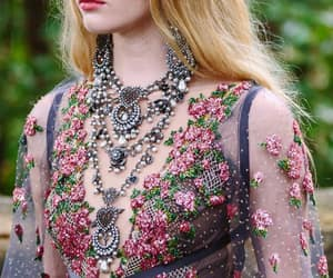 details, fashion, and Marchesa image