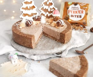 No-bake salted caramel cheesecake recipe | Ft Perkier | The Little Blog Of Vegan