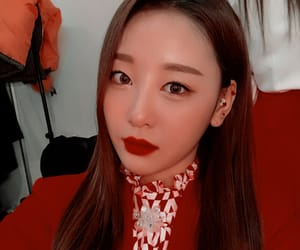yves, loona icons, and girlgroup icons image