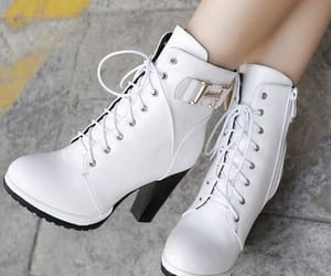 high-heeled boots-white