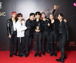 "181213 MnetMAMA: ""[#2018MAMA⁠ ⁠ FANS' CHOICE in JAPAN] Thank you from #BTS⁠ ⁠ Congrats! Thrilled to announce WORLDWIDE ICON OF THE YEAR winner, #BTS⁠ ⁠, of <2018 MAMA> TONIGHT!  #MAMA #MAMA10⁠ ⁠ #LikeMAMA⁠ ⁠"""
