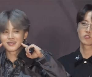 181212 2018 MAMA Fans' Choice In Japan Red Carpet - BTS (2/3)