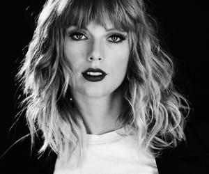 black and white, Swift, and taylor image
