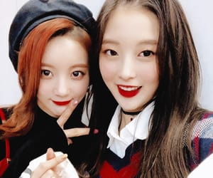 arin, binnie, and oh my girl image
