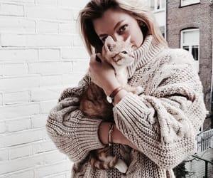awww the kitten is so cute😻 ❥ secretlysmiles