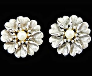 bridal jewelry, pearl earrings, and floral earrings image