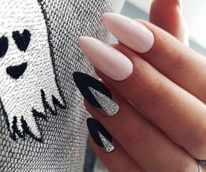 😍 and love dem nails image