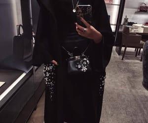 heels and abaya image