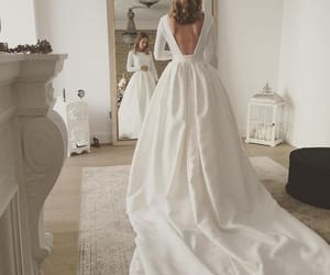 """Estela Garro Atelier (@estela_garro_atelier_) en Instagram: """"Hola! Verónica en una de sus pruebas... espectacular con su maravillosa falda. ••• #novias…"""""""