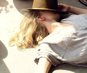 aesthetic, girl, and sun image