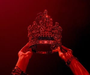red and crown image