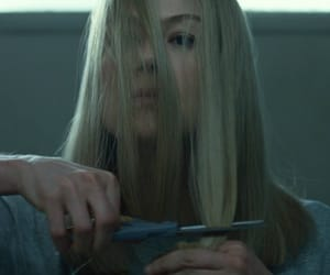 gone girl and hair image