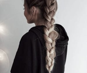 Loving this hairstyle!