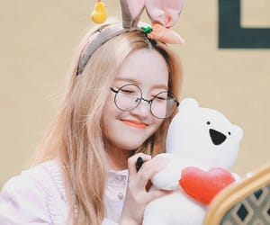 icons, park chaewon, and loona image