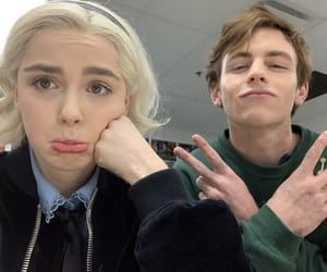 caos, netflix, and rosslynch image