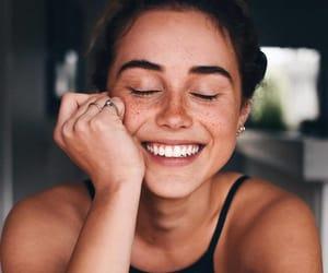 girl, menina, and sorriso image