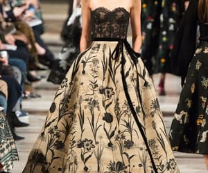 oscar de la renta and runway image