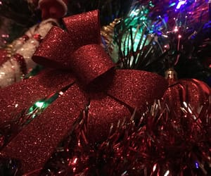 red, christmastree, and glitterbow image