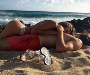 amor, beach, and couple goals image