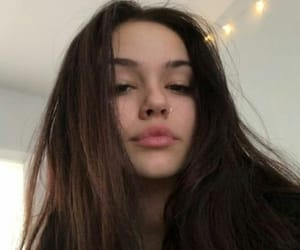 girl and maggie lindemann image