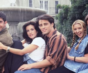 chandler bing, Lisa Kudrow, and monica geller image