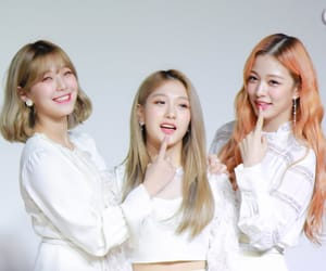 lee chaeyoung, lee seoyeon, and fromis image