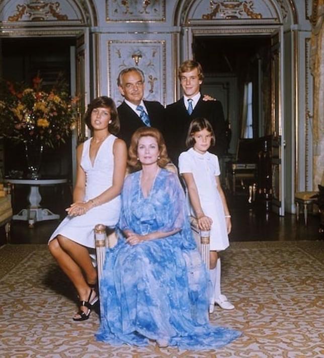 familia, grace kelly, and royal image