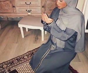 islam and prayer image