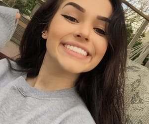 smile and maggie lindemann image