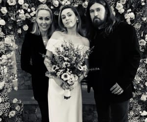 miley cyrus, billy ray cyrus, and tish cyrus image