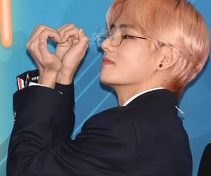 kim taehyung, kpop, and v image
