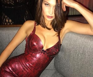 pretty and bella hadid image