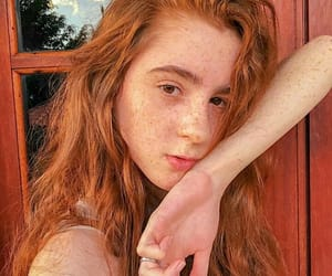 freckles, no makeup, and ruiva image