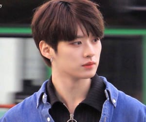 brown hair, lee minho, and skz image