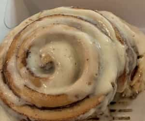 cinnamon roll, delicious, and dessert image